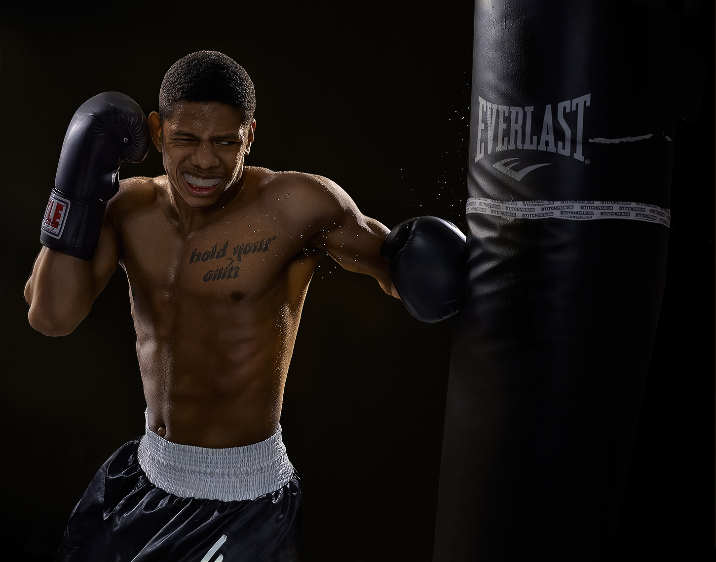 boxer Amonte Eberhardt hitting heavy bag by brian kaldorf